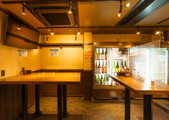 地酒のショーケース側のジャンボテーブル席
